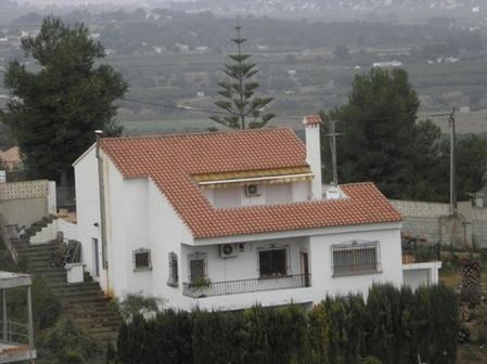 丘の上の南欧住宅
