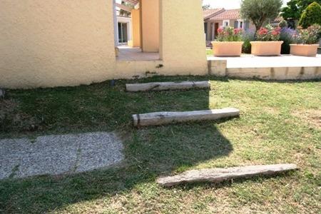 南欧住宅のアプローチ�