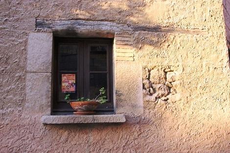 南欧住宅の窓辺 (4)