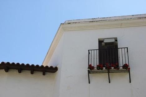南欧の白い壁の家 (2)