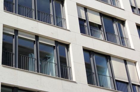 北欧の窓の外部シャッター