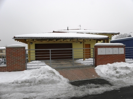 北欧住宅のビルトインガレージ