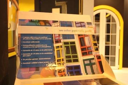 南欧の家の窓色(4)