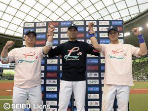 岡田雅利捕手と金子侑司選手と秋山翔吾選手がヒーロー