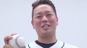 岡田雅利選手プロ初ホームランで嬉しそう