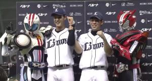 高橋光成投手と秋山翔吾選手と仮面ライダードライブのヒーローインタビュー