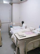 病室(入り口から右奥方向)