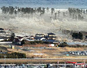 japan-tsunami-earthquake-hits-northeast-wave_33143_big
