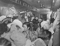 200pxcrowded_train_in_occupied_japa
