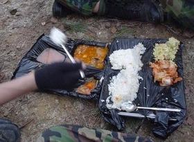 韓国軍の食事カイカイ2