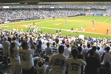 イチロー4000安打を祝福するヤンキースタジアムの観客