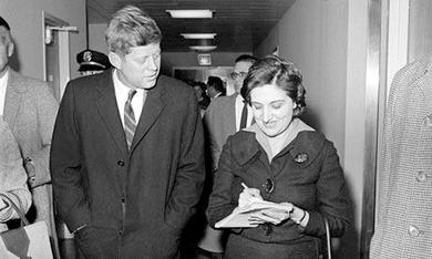 JFKを取材するHelen Thomas