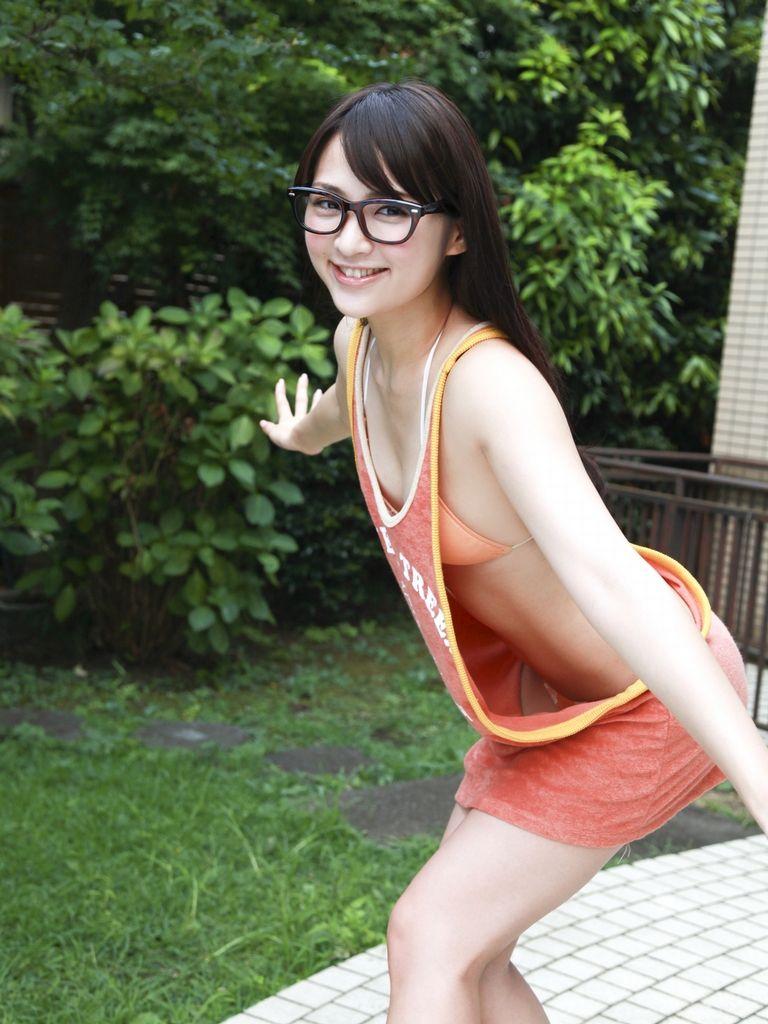 胸がないからお尻で勝負する鈴木咲の画像 40枚画像3