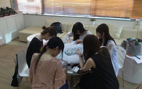 人気声優5人がバラバラになった1万円札を復元しようとしたようです
