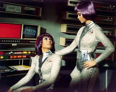 SFアニメの女性パイロットは何故ピチピチの宇宙服を着るのか?