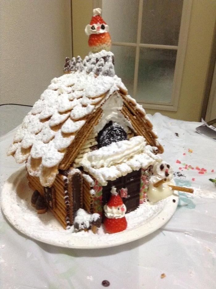 お菓子の家作った。雪だるまのクオリティ。