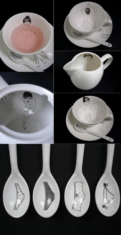 お茶を注ぐと女性がお風呂に入ってるようなデザインになるティーカップ