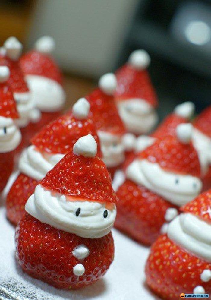 サンタさんのような雪だるまのようなイチゴがかわいい