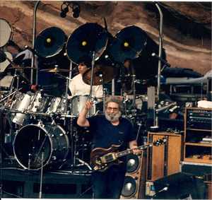 634px-Jerry-Mickey_at_Red_Rocks_taken_08-11-87