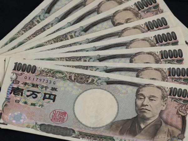 YouTubeで月10万円を目指す手段はいくつある?