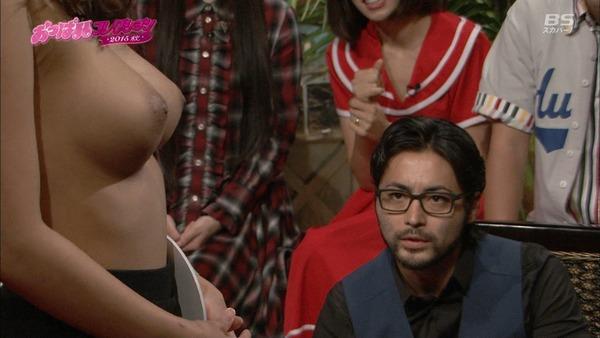 【画像】生おっぱい見てる時の山田孝之の表情wwwwwwの画像