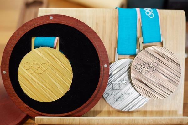 【悲報】平昌オリンピックのメダルがダサすぎるwwwwwwwwwwwwwwwww