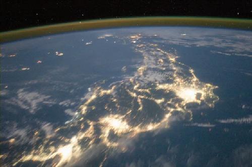 【画像】NASAが撮影した日本の夜景wwwwwwの画像