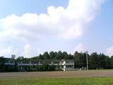 小学校と夏の空。