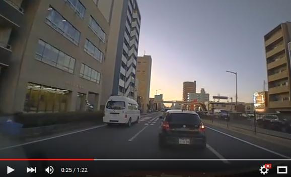 どうしてこうなった? 前の車が右へ左へ方向指示器が暴走するの巻き