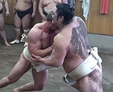 【動画】 力自慢の外国人が相撲に挑戦してみた結果ww