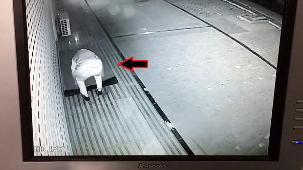【動画】中国、閉店後に店舗前の玄関マットをしまい忘れると…こうなります! [海外]