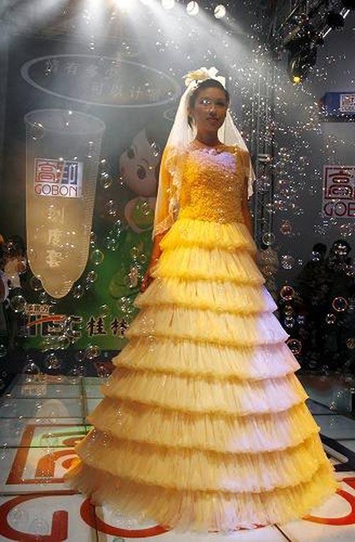 【マジキチ】コ●ドームドレスとかいうファッションwwwwwwwwww
