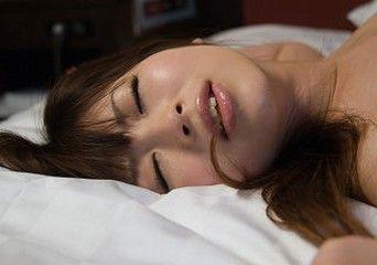正常位セッ●ス中徐々に女をベッドの端に押しやって落とすの楽しすぎwwwwwwwwwwwwwwwwwwwwwwwwww