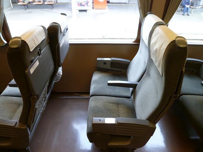 キハ187系の座席配置 : はいせんち写真館