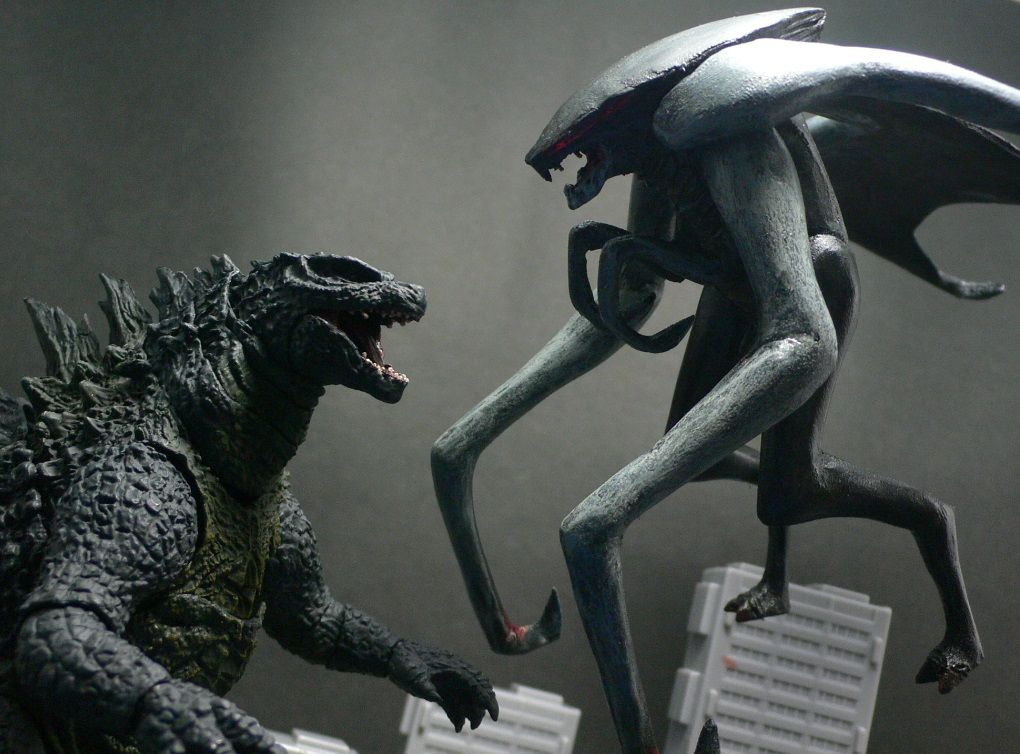 factory : MU... Godzilla Vs Muto Toy