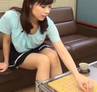 将棋が趣味なんですけど、こっちに引っ越してきたばかりで打ってないです。