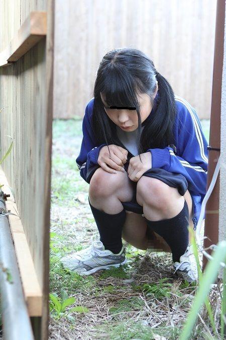 女子高生のおしっこ (2)