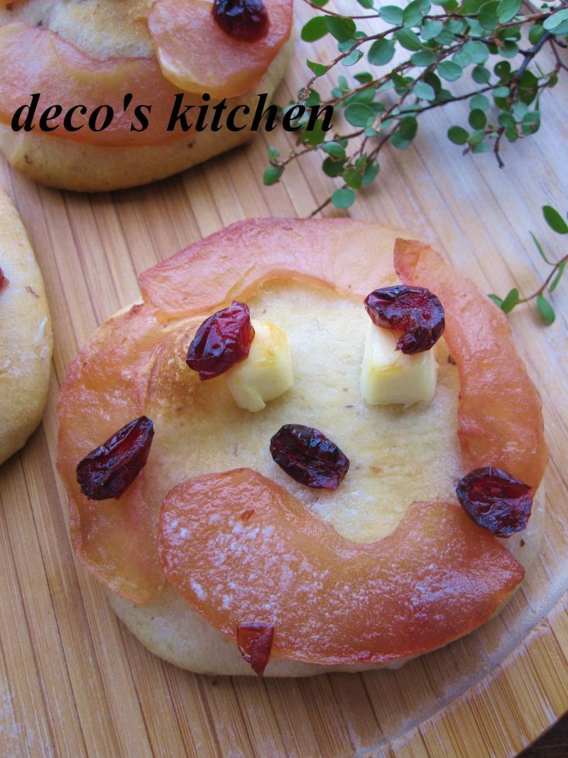 decoの小さな台所。-りんごとクリチとプルーンのデザートピザ2