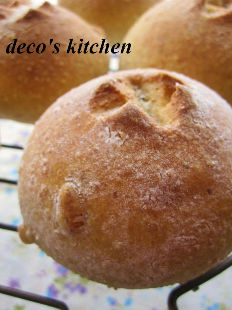 decoの小さな台所。-松の実の全粒粉パン4