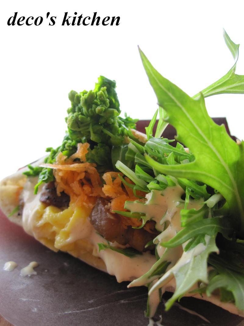 decoの小さな台所。-菜の花で、春色ピタサンド1