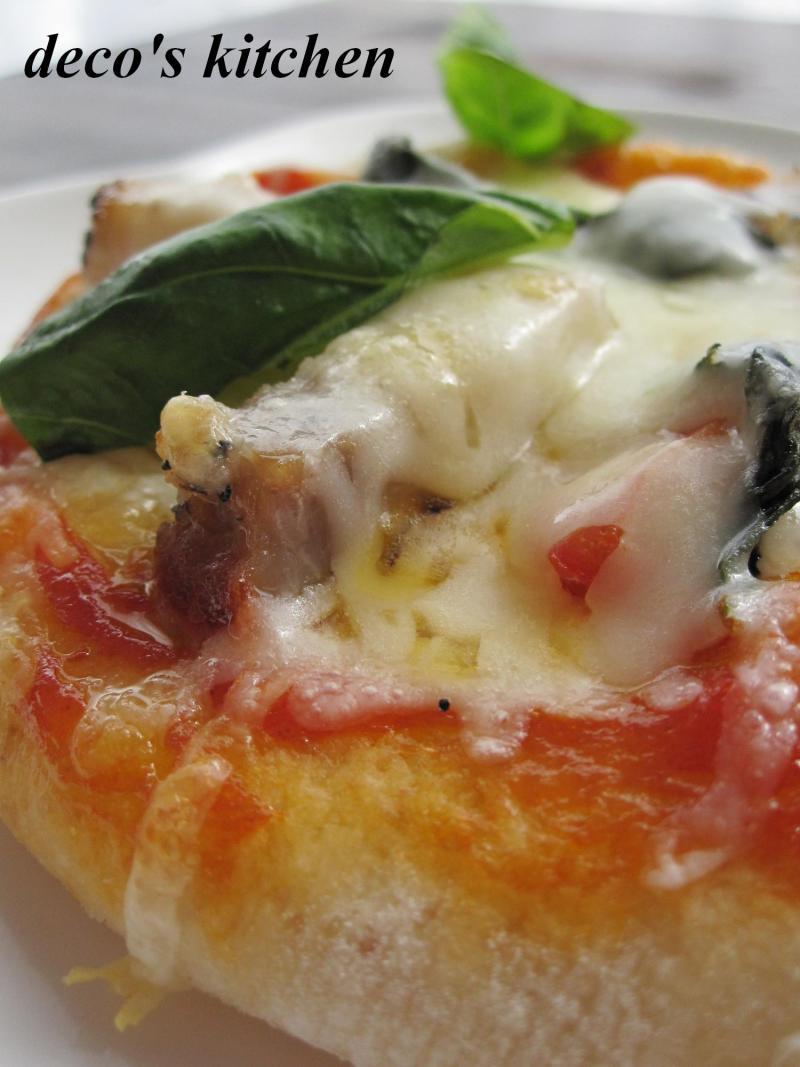 decoの小さな台所。-ピタパン生地でふんわりピザ2