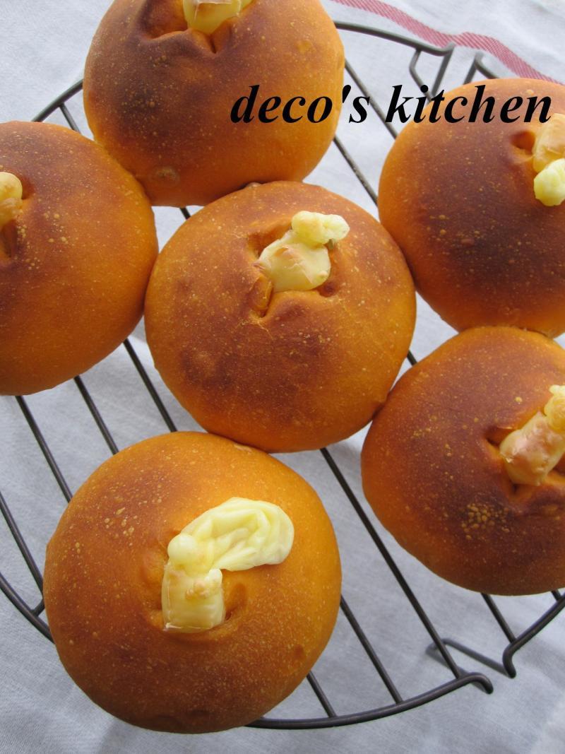 decoの小さな台所。-ひまわりの種とトマトのパン1