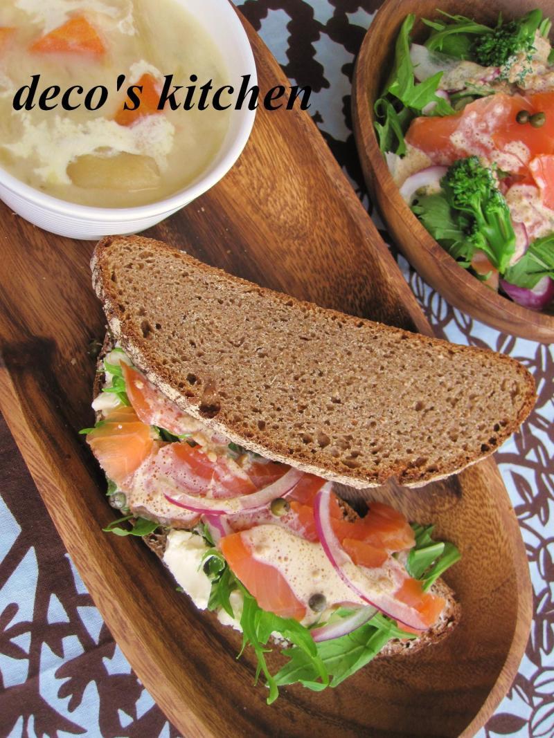 decoの小さな台所。-ドイツパンとスモークサーモン1