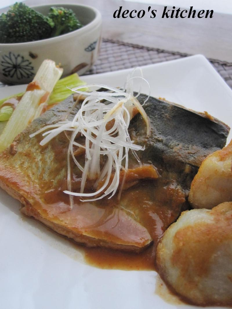 decoの小さな台所。-ピリ辛サバの味噌煮+揚げ野菜を添えて。2