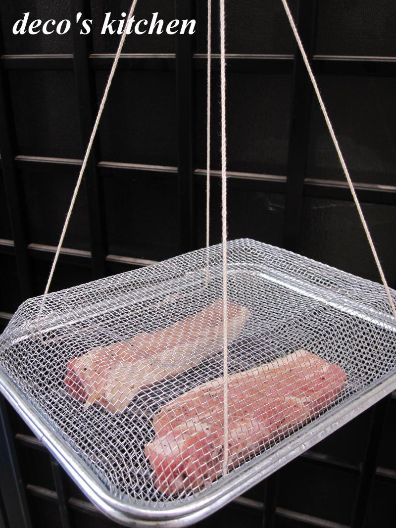 decoの小さな台所。-ストウブ鍋で、自家製ベーコン。風乾