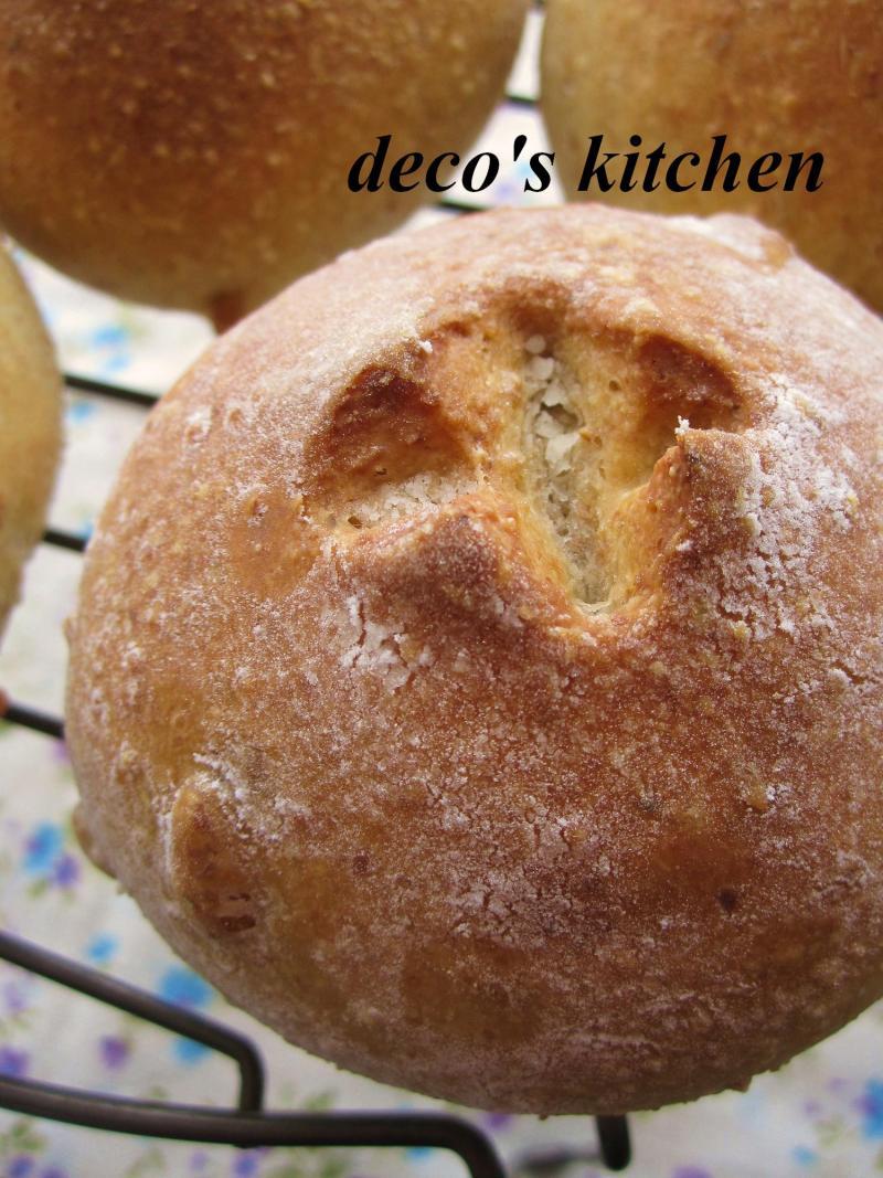 decoの小さな台所。-松の実の全粒粉パン5