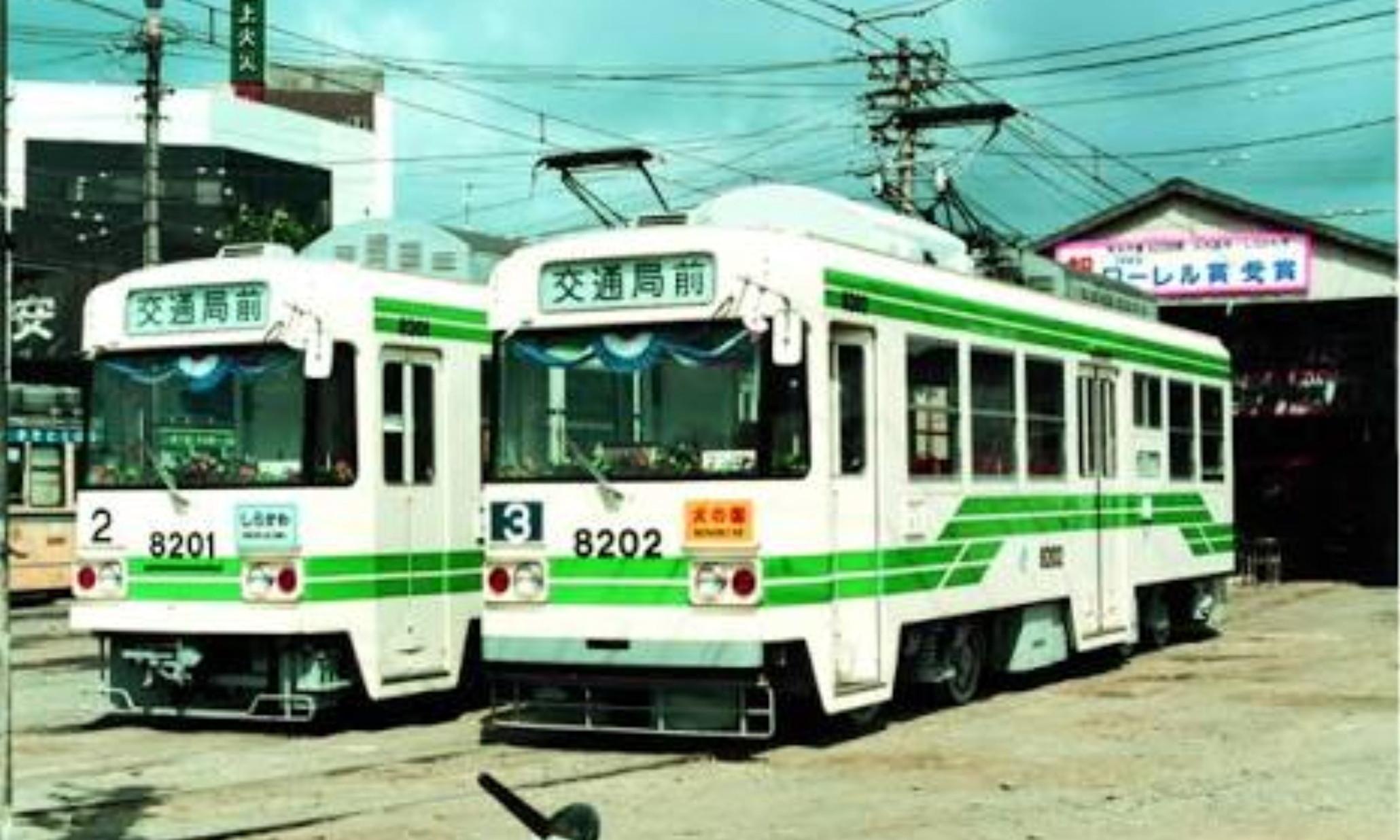 Kumamoto_City_Tram_8200_Series