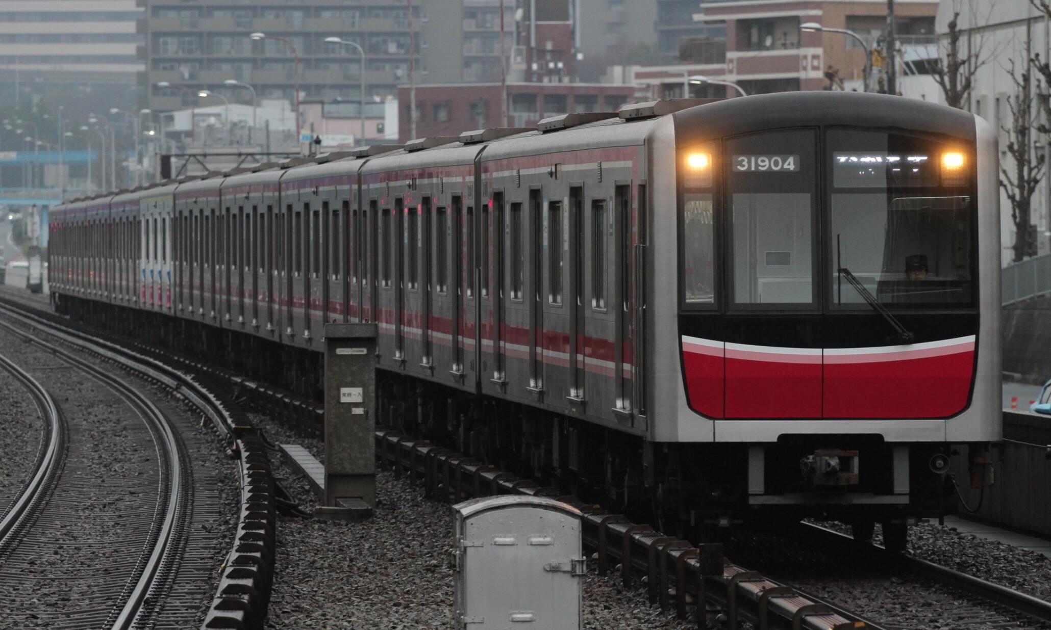 Osaka_Metro_Midosuji_Lin_30000_Series(31_Series)