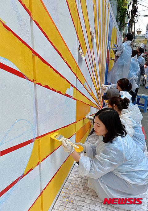 旭日旗をモチーフに壁画とかwwww