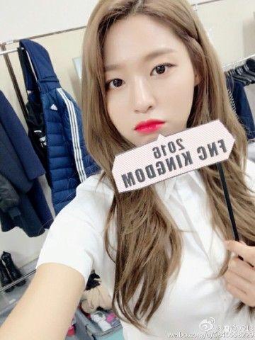 典型的な整形顔のバ韓国の歌手ソリョン